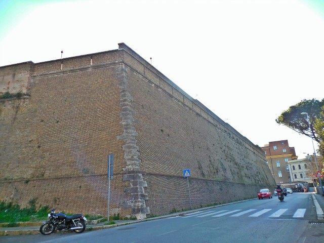 vatican_wall_2